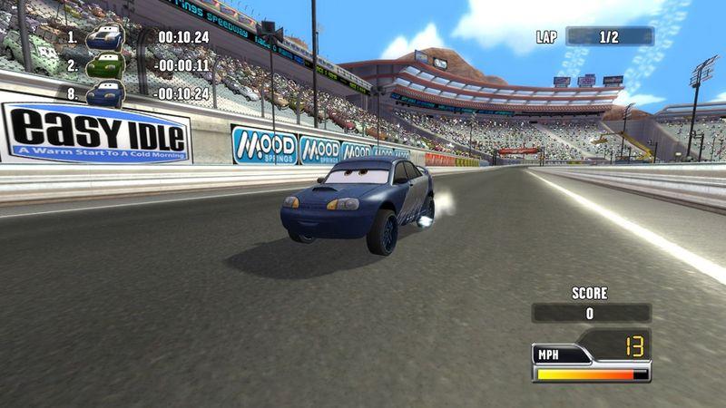 作为《汽车总动员》游戏系列的续作,玩家将跟着Lightning McQueen进入Radiator Springs,并且随着他赛车学院的学生一起参加奥拉玛大奖赛。Lightning 发现Chick Hicks赛车学院的学生在比赛时会作弊,而这些学生正在为同样的比赛做准备,目的就是要让Chick Hick 的学院能得到第一名。 游戏的比赛将在各种赛道上举行,从海滩、都市到野外的Baja沙漠都有。随着比赛的进行,赛车手也会跟着升级能力,并且还能自订外观。游戏最后将由终极改造版的Lightning McQue